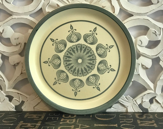 """Set of Six Meadow Lane Canonsburg Pottery Stoneware 12"""" Chop Plates in Green Onion, boho chic, green, farmhouse,vintage kitchen,country chic"""