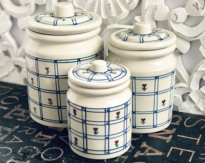 1980s Windowpane Stoneware Canister Set by Hartstone Pottery, blue windowpane with red flowers, farmhouse, country kitchen, whit, blue, red