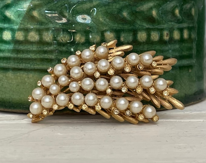 Vintage BSK Matte Gold-tone Brooch with Pearls and Rhinestones, gift for mom, vintage brooch, lapel pin, man brooch, gift for her, madmen