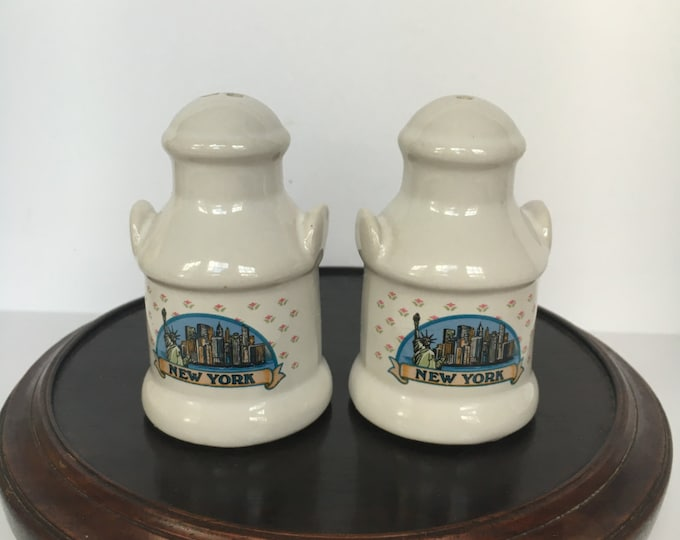 Karol Western New York Milk Jug Souvenir Salt & Pepper Shakers, wedding gift, housewarming, collectible shakers, NYC gift, 1990s kitzch