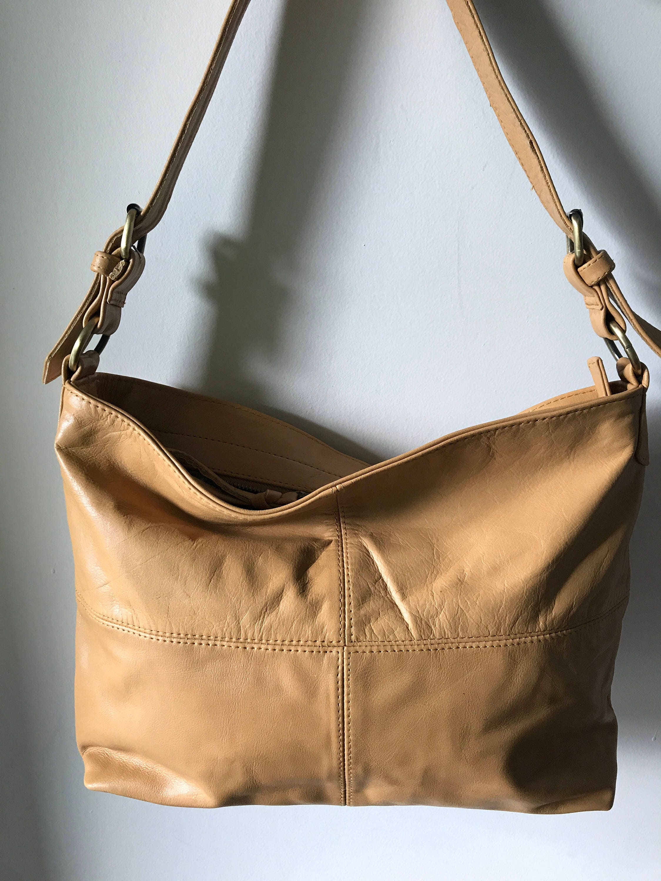 e5d898cdce Brown Leather shoulder Tote Bag.Single strap with adjustable belt features.Quality
