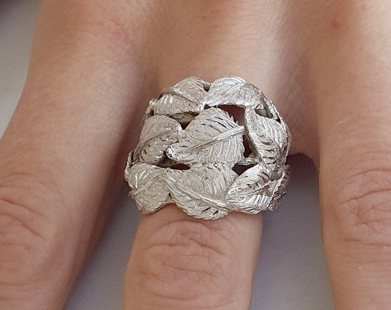 Handmade 925th silver ring with bulino engraved leaves