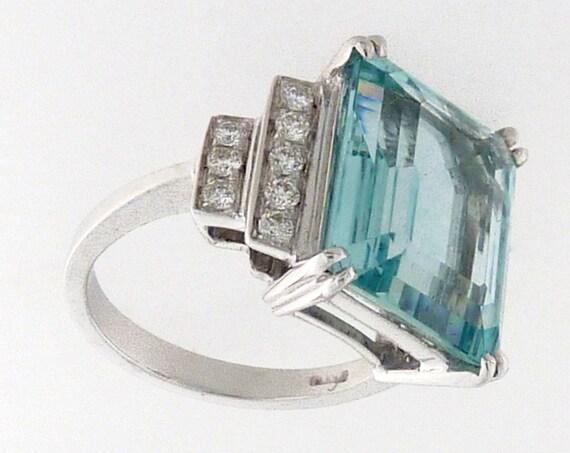 750° gold ring with Aquamarina and Brillanti