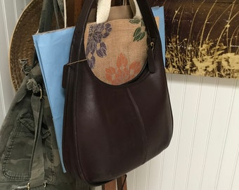 810d5d07a7 Gently used brown leather Coach shoulder bag D8P - 9025 boho