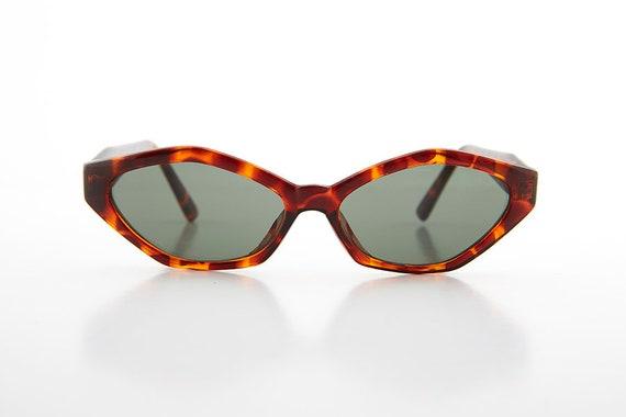 Vicky Tortoiseshell Edgy Small Cat Eye 90s Vintage Sunglass Brown Lens