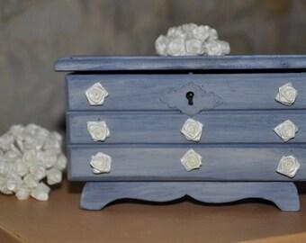 Petite boite à bijoux vintage en forme de commode