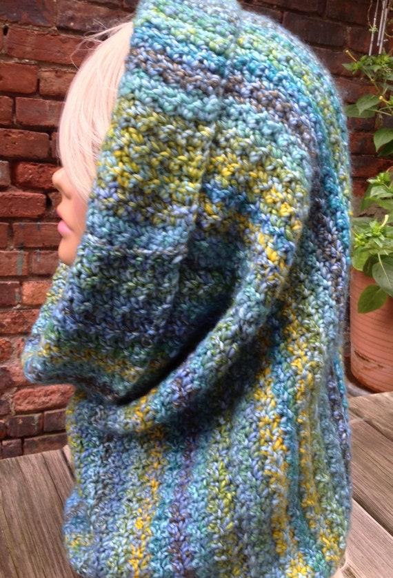 Crochet col écharpe à capuche snood bleu et or lhiver col   Etsy 97a93329f29