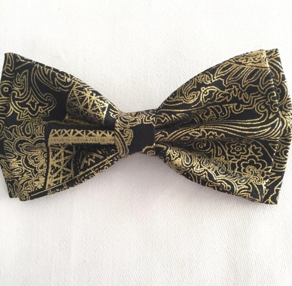 Men/'s Bow Tie Black with Gold Metallic Stars Design Pretied