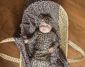 SewMine Animal cheetah swaddle receiving baby blanket Newborn reveal knot gown Hospital photo coming home boy girl hat baby shower