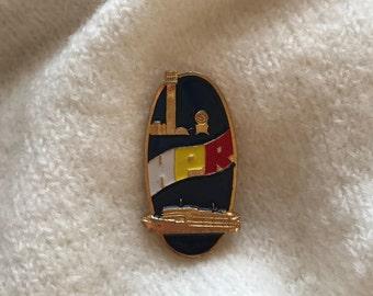 Vintage Chinese Pin