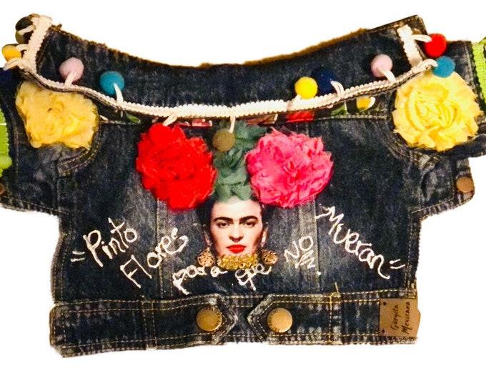 Chamarra de mezclilla folklorica para perro/ Chamarra de mezclilla Mexicana/ Chamarra de mezclilla hecha a mano inspirada en Frida Kahlo