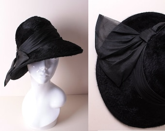 a0f7fbe454e Vintage 1960s Black Fluffy Wool Felt Fall Autumn Winter Clouche Lampshade  Trilby Fedora Hat with Large Fabric Bow   Band Trim