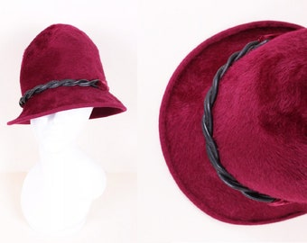 f7d6c57611d14 Vintage 30 s   Burgundy Red Wool Felt Autumn Fall Winter Cloche Hat Size  Small   Medium