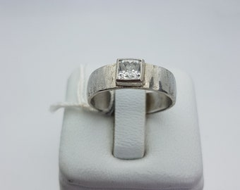 silver ring and zirconium oxide square version wide