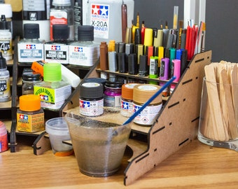 UC Paint and Brush Station