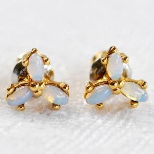Vintage Linked Leaf Design Necklace  Light Weight Gold Tone Metal and Enamel Necklace  Princess Length Necklace  Leaf Design Jewelry