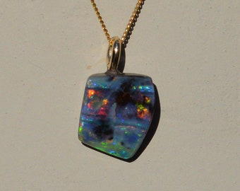 Stunning Dainty 9ct Gold Boulder Opal Pendant, Queensland Boulder Opal