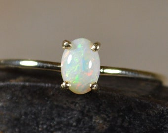 Dainty 9ct Gold Australian Crystal Opal Ring, Oval
