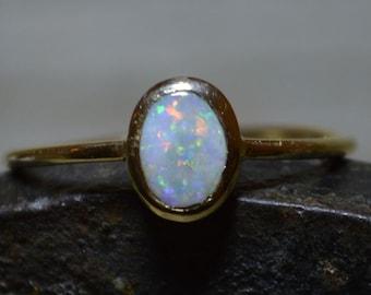 Dainty 9ct Gold Australian Crystal Opal Ring, Oval