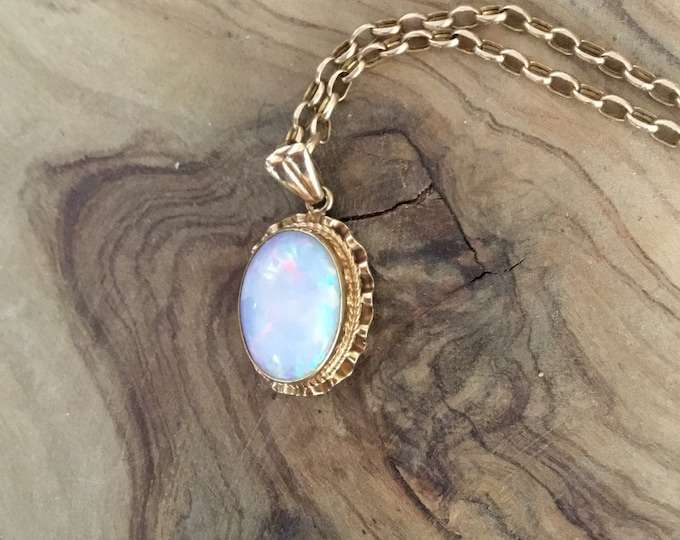 9ct Opal Pendant and Chain, Coober Pedy Opal