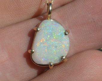 9ct Gold Australian Opal Pendant, Stunning Colours!