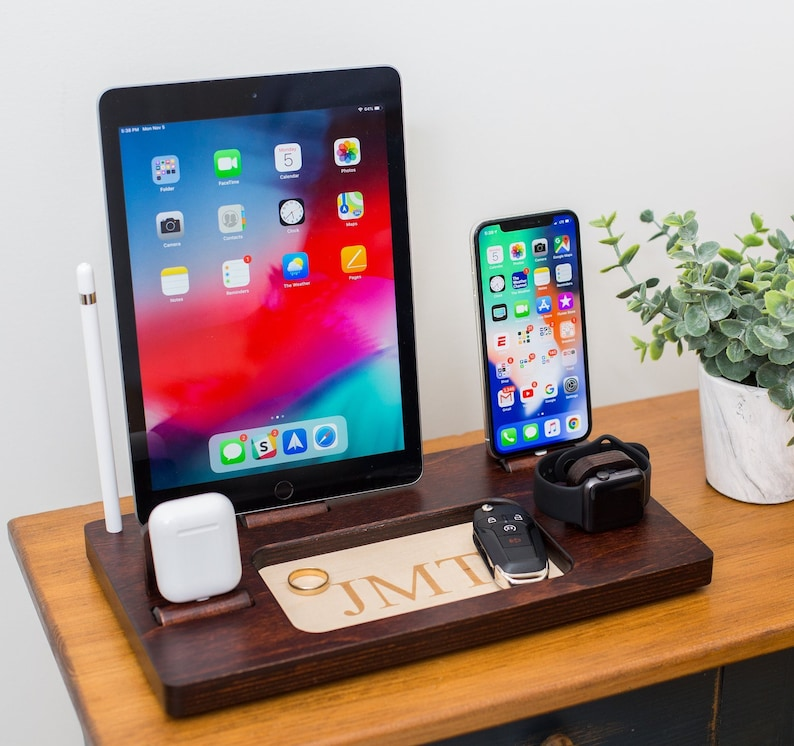 the latest 5adb6 d908b Mens Wood iPhone Charging Station iPhone X 8 iPad pro Apple Watch Dock  gifts for men, gift for boyfriend, gift ideas for men iPad docking
