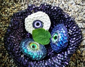 Color shifting dragon eyes