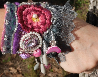 "Cuff Bracelet ""Dreams Dahlias"" felted wool, Bracelet in textile art, romantic, bohemian cuff"
