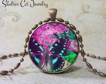 """Butterfly Necklace in Purple - 1-1/4"""" Circle Pendant or Key Ring - Handmade Wearable Photo Art Jewelry - Nature - Gift for her"""