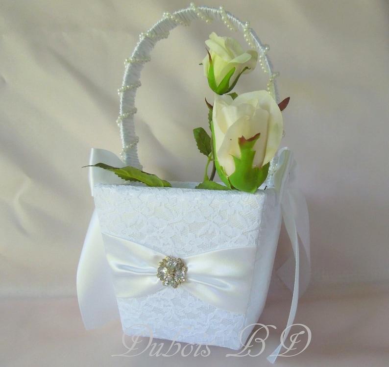 Wedding basket Wedding decoration White basket Flower girl basket Lace basket Ivory basket