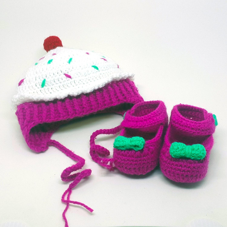 chapeau au crochet b b fille petit g teau et la chaussure. Black Bedroom Furniture Sets. Home Design Ideas