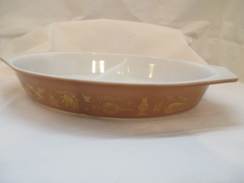 Pyrex Divided Dish in Early American Pattern 1962-1971