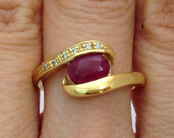 Yellow Gold Diamond Twist Ring with Oval Cut Ruby in 18K