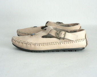 Women 5.5 Leather T- Strap Moccasin Ankle Bootie