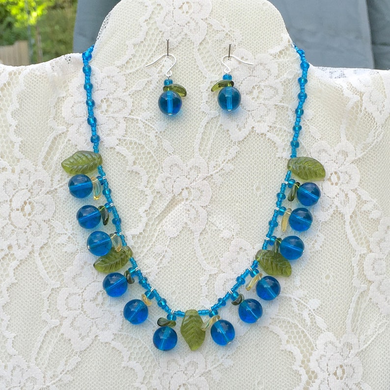 Truly Venusian Vintage Glass Retro Blueberries and Leaves with 925 Sterling Silver Necklace /& Dropper Earrings Set