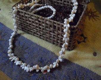 Vintage 38 Inch White and Warm Gray Mongo Shell Lei Necklace