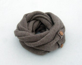 Baby Alpaca infinity scarf with wooden buttons/knit beige snood/knitted circle scarf/handmade scarf for women/ekuboo wool light brown scarf