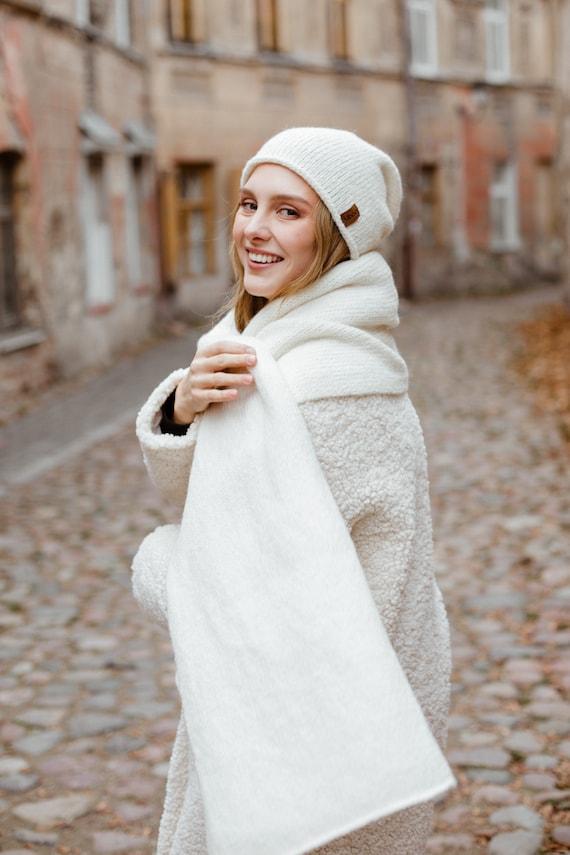 White slouchy chunky knit beanie White wool beanie White woman winter hat White alpaca beanie hand knit wool beanie Fluffy knit beanie