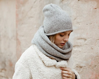 Alpaca wool infinity scarf. Chunky white snood. Gray scarf for women