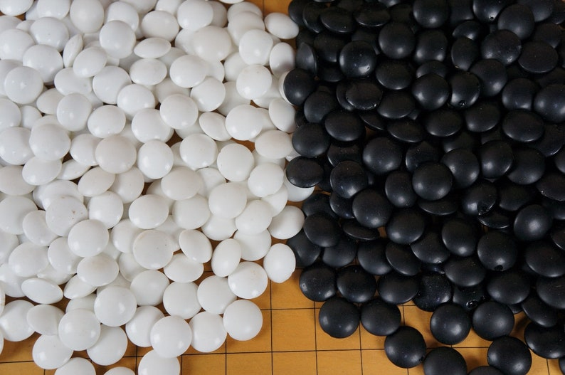 Japan Goban thick wood board Goi-schi beads 1976 Japanese Go game