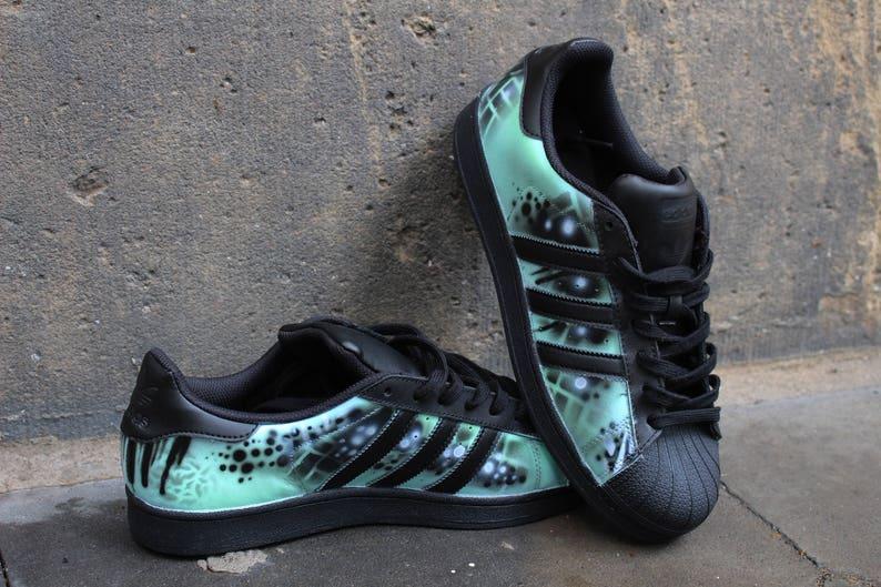 quality design c4d20 fdea9 Personnalisé peint à la main Adidas Superstar Menthe   Etsy