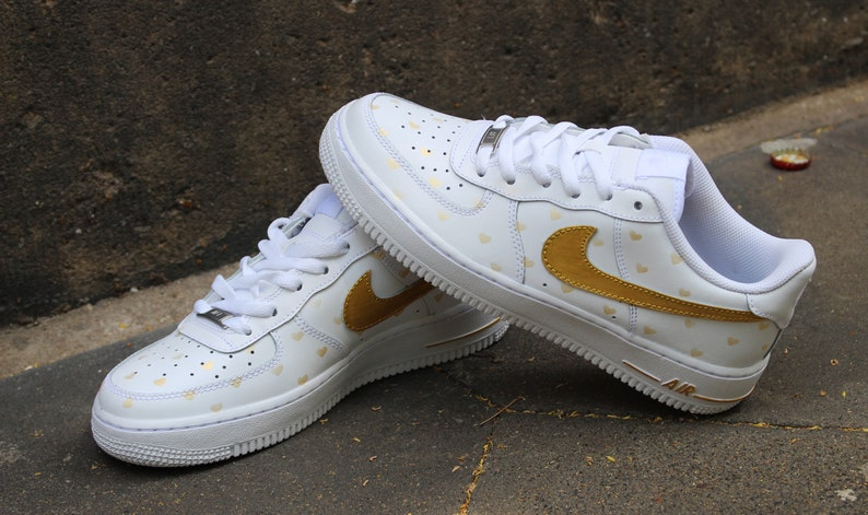 1a866c8185fe2 Custom Airbrush Nike Air Force 1 Gold Hearts Style Shoes