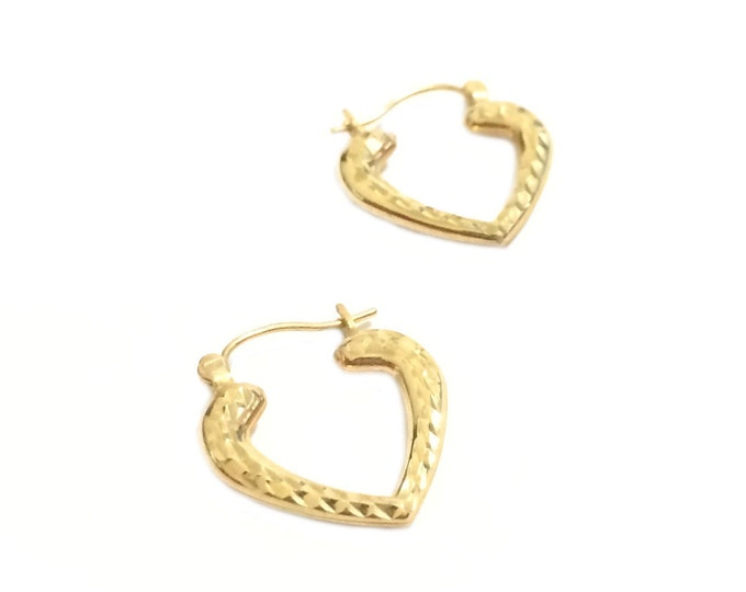 A Pair of Fine Hammered Heart Threader Earrings in 14K Yellow Gold, 17x20x3 (mm), 1.25 Grams #4308