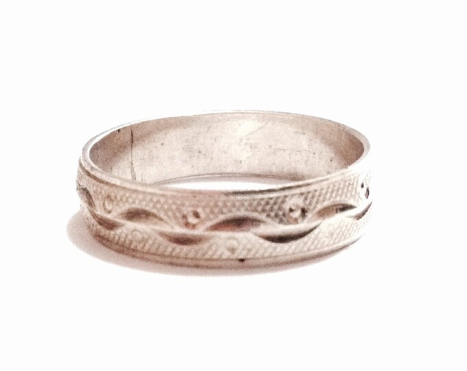A Delicate 1930-40's Etched Art Nouveau Ring / Sterling Silver, USA Ring Size 5.75, 1.75 Grams #3521