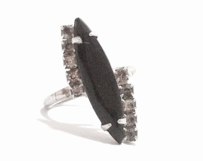 A Mid-Century Late-Art Deco Solitaire Black Onyx & cz Diamond Embossed Open-Ring / Sterling Silver, USA Ring Size 6, 3.03 Grams #3325