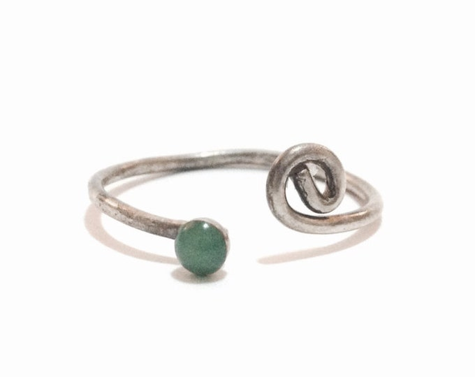 A Sublime Handmade 1930-40's Open-Wrapped Solitaire Jade Ring / Sterling Silver, USA Ring Size 8, 1.04 Grams #3313