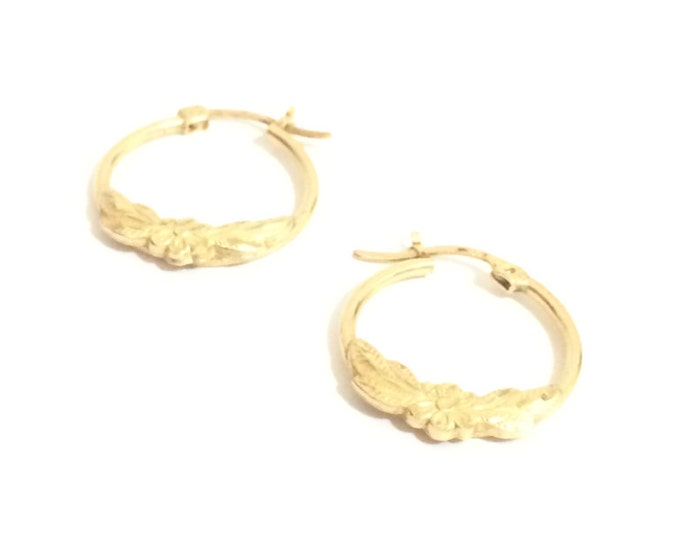 "A Pair of Flowering Wreath Embossed 2.35"" Threader Hoop Earrings / 10K Yellow Gold, 1.1 Grams #4178"