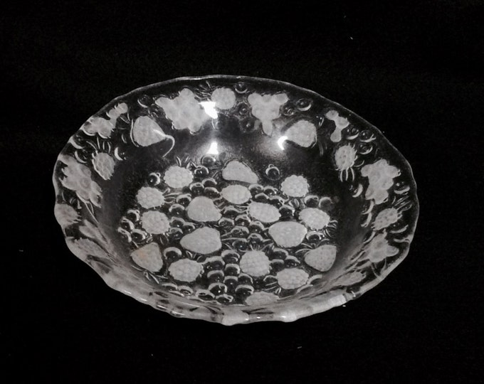 """Etched Convect Crystal Fruit Bowl and Dish, in good condition, 6"""" diameter, 1"""" deep, 8oz #2347"""