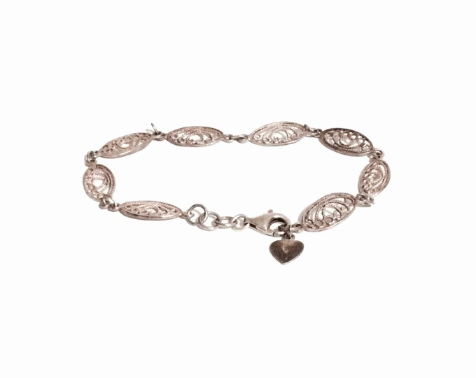 Handmade 925 antique art nouveau filigree bracelet in sterling silver w/ spring closure and heart charm, 8.0 inches, 5.04 grams. #2405