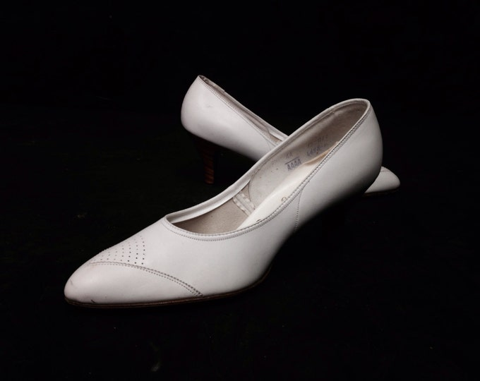 Elegant White Heels, Cush Un Soft by Emma Zettick, 7 AA/AAAA, Man Made Inner sole, #2318